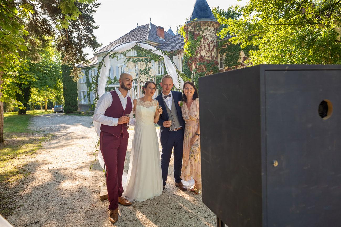 Photobooth Insta'SHOOT en situation à un mariage - Extérieur